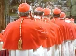 Si chiudono le porte, comincia il conclave (inserita in galleria)
