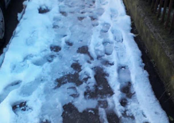 Varese: in via Brunico ghiaccio davanti alle scuole (inserita in galleria)