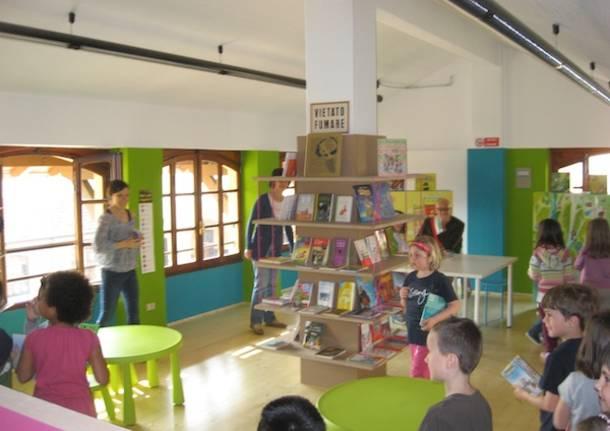 biblioteca comerio scuola studenti