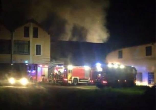 Incendio in un colorificio a Brebbia