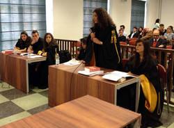 L'aula universitaria diventa l'aula del tribunale (inserita in galleria)