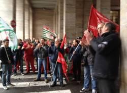 La protesta contro Ktm (inserita in galleria)