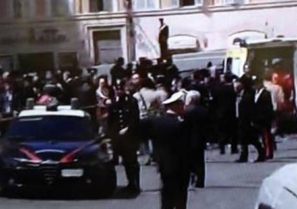 Un testimone racconta la sparatoria davanti a Palazzo Chigi