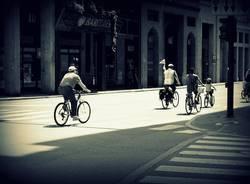 Bimbi in bici a Varese (inserita in galleria)