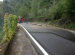 Frana a Brezzo di Bedero: chiusa la strada (inserita in galleria)