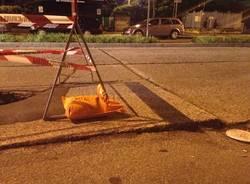Gallarate: voragine in mezzo alla strada (inserita in galleria)