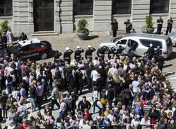 Gran folla ai funerali di Missoni (inserita in galleria)