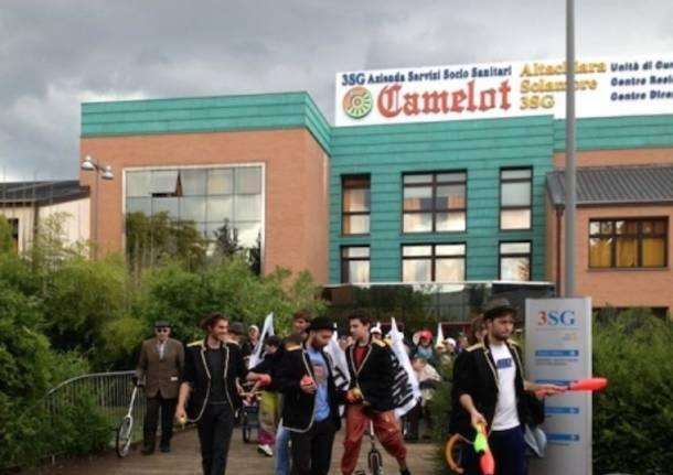 """La parata del """"Camelot Circus"""" (inserita in galleria)"""