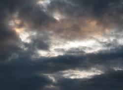 nuvoloso foto apertura