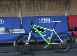 """Record di durata in bici, il tentativo salta per """"colpa"""" della pista (inserita in galleria)"""