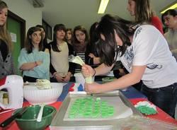 Scuola di macarons al Gadda Rosselli (inserita in galleria)