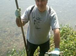 Volontari all'opera per ripulire l'Olona (inserita in galleria)