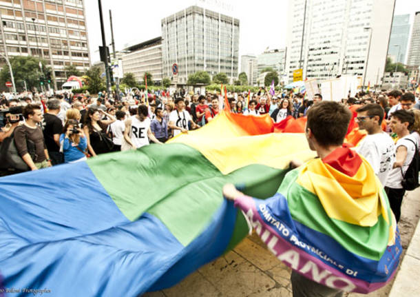 Gay: M5s contro Fontana, suo no patrocinio Pride e' anti-storico