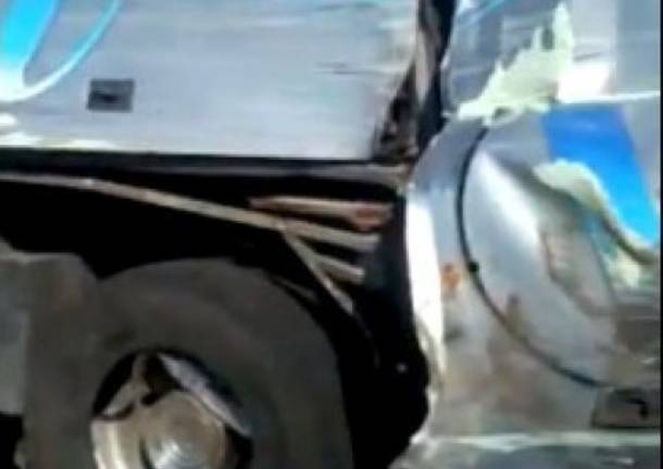 Il video del bus travolto da un Tir in Calabria