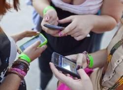 cellulari telefoni gente con il telefono