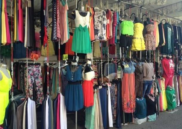 Il mercato di Luino (inserita in galleria)