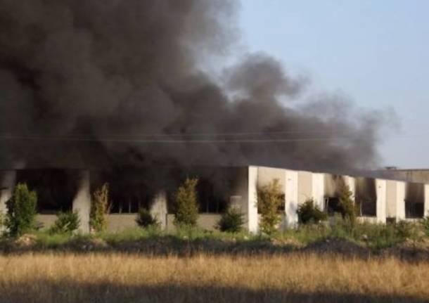Incendio in una ditta chimica a Villa Cortese
