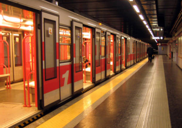 Allarme bomba a Milano: metro evacuata