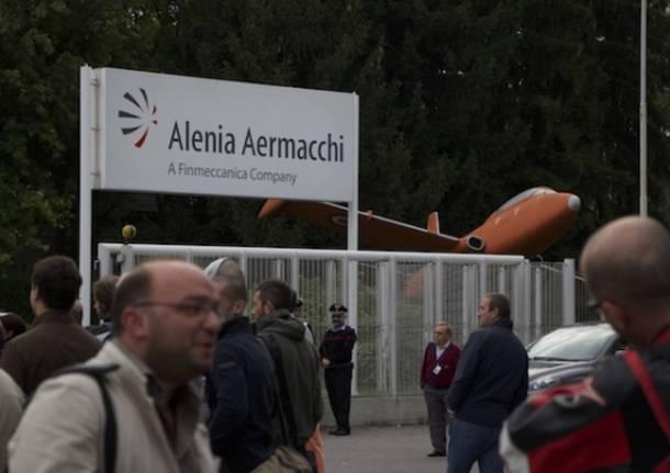 In centinaia in sciopero all'Aermacchi (inserita in galleria)