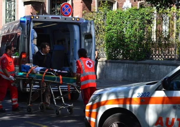 incidente feriti ambulanza barella 118 busto arsizio auto medica
