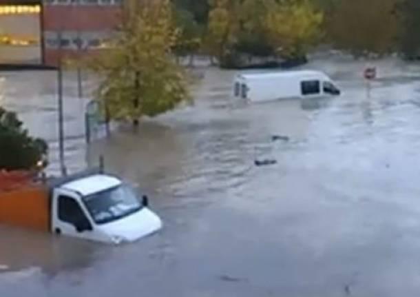 Alluvione a Saline di Volterra: auto sommerse