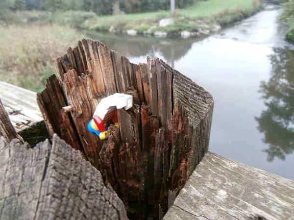 I Playmobil spiegano i pericoli del ponte (inserita in galleria)
