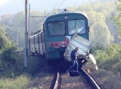 Autombulanza travolta da un treno (inserita in galleria)