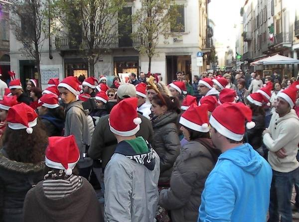 Flash mob con Babbo Natale (inserita in galleria)