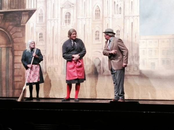 """I Legnanesi a teatro con """"La scala è mobile""""  (inserita in galleria)"""