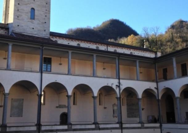 Il Chiostro di Sant'Abbondio (inserita in galleria)