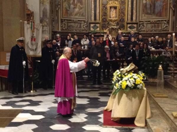 Le reliquie del beato Karol Wojtyla nella basilica di San Vittore (inserita in galleria)