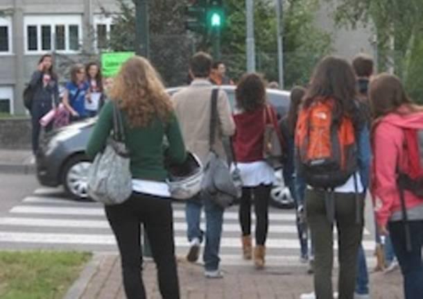studenti scuola ingresso prima
