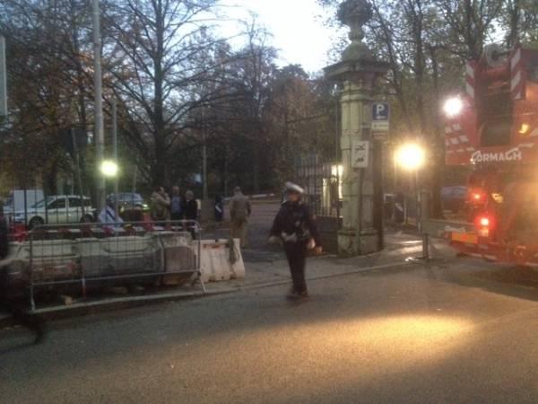 Un trattore contro il cancello dei Giardini, caos in città (inserita in galleria)