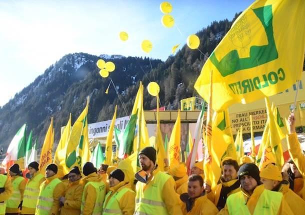 Brennero, la Coldiretti protesta contro il falso made in Italy (inserita in galleria)