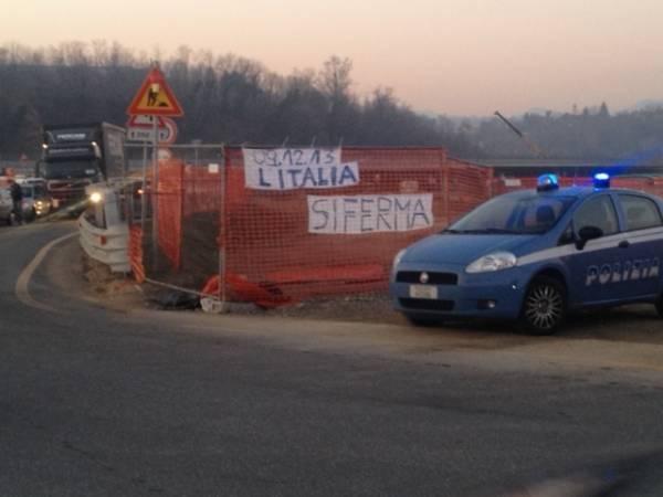 Forconi: protesta a oltranza al Ponte di Vedano (inserita in galleria)