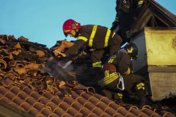 Gallarate, vigili del fuoco al lavoro ai Ronchi (inserita in galleria)