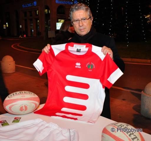 In piazza la presentazione della nuova maglia del Rugby Varese (inserita in galleria)