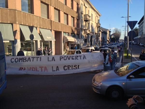 """La protesta dei """"Forconi"""" arriva a Gallarate, traffico rallentato (inserita in galleria)"""