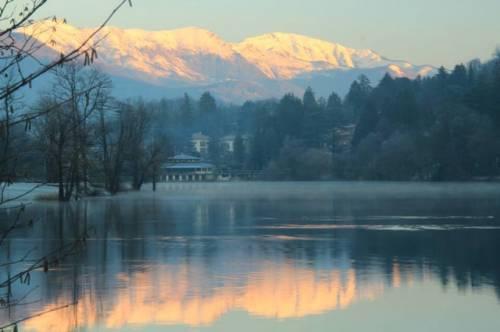 Lago di Ghirla prime luci del giorno (inviata tramite iPhone app)
