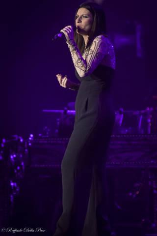 Laura Pausini in concerto al Mediolanum Forum  (inserita in galleria)