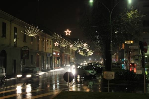 Le luci di piazza Manzoni (inserita in galleria)