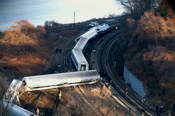 Treno deraglia nel Bronx: 4 morti (inserita in galleria)