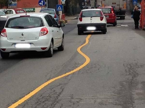 Varese, la linea sulla strada è storta (inserita in galleria)