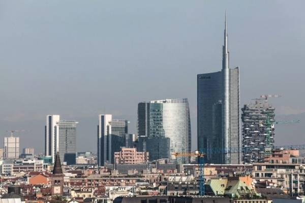 Dalla Madonnina alle torri, com'è cambiata Milano (inserita in galleria)