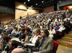 Kyenge a Saronno, teatro pieno (inserita in galleria)