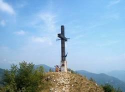 La Croce illuminata sul Poncione (inserita in galleria)
