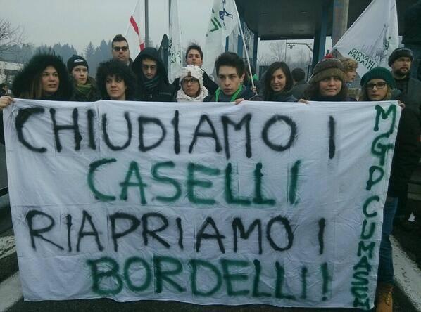 La protesta ai caselli della Lega Nord (inserita in galleria)