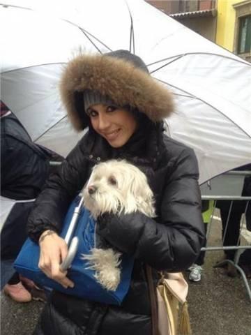 UNa benedizione sotto la pioggia per animali e padroni (inserita in galleria)
