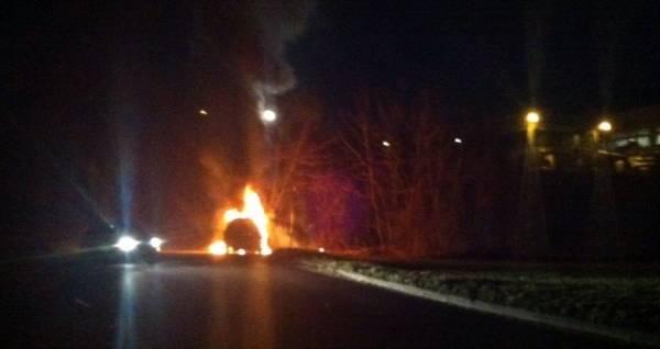 auto in fiamme malnate 2014 (per gallerie fotografiche)