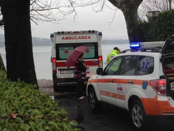 Cade nel lago, lo salvano gli abitanti della Schiranna (inserita in galleria)